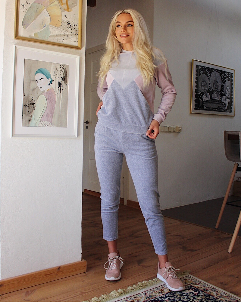 TRIANGLE PINK AND GREY SWEATER
