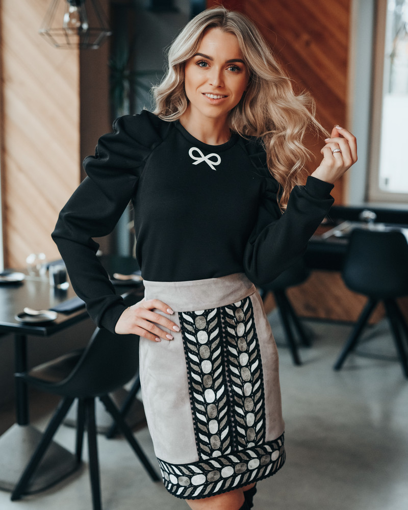 BLACK RUSHED SLEEVE BOW SWEATER