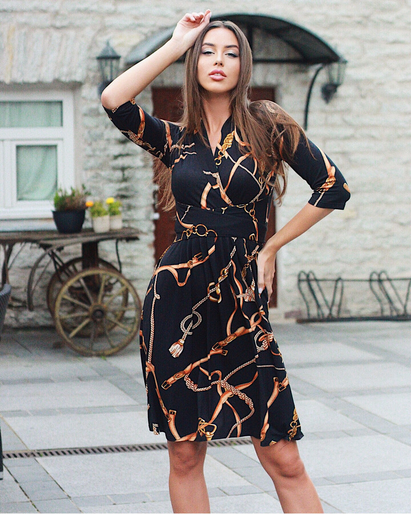 ELEGANT DRESS BLACK GOLDEN CHAIN