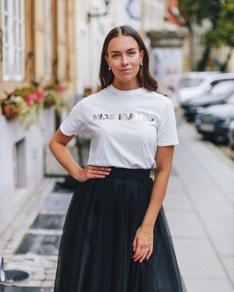 WHITE SPARKLE SILVER MISS IGANES PRINT T-SHIRT