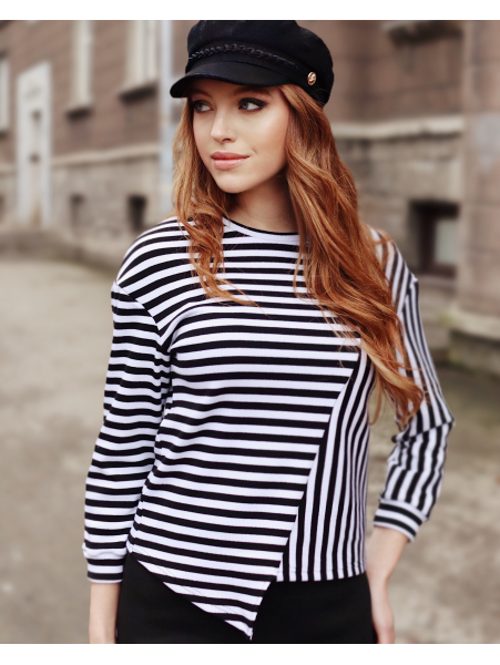 BLACK WHITE STRIPE DIAGONAL SWEATER