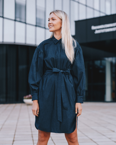 BELTED DARK DENIM DRESS WITH POCKETS AND PUFFED SLEEVES