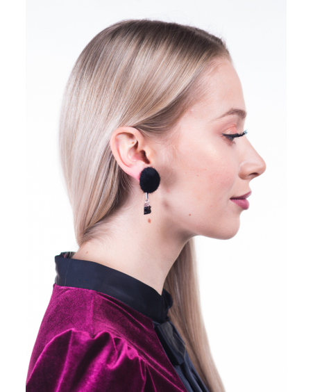 BLACK FUR DETAILED EARRINGS