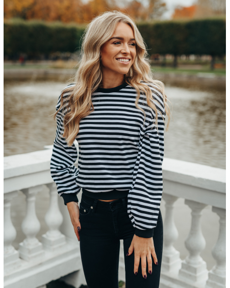 BLACK WHITE PUFF SLEEVE SWEATER