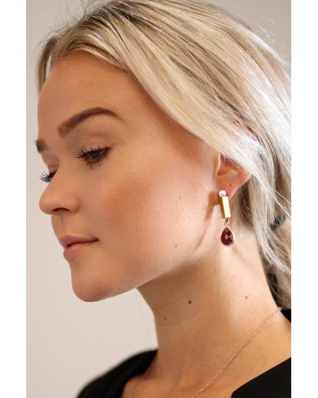 WHITE PEARL PLUM STONE EARRINGS