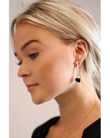 WHITE PEARL BLACK STONE EARRINGS