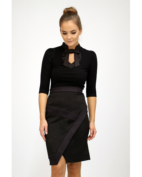 BLACK DIAGONAL SLIT SKIRT