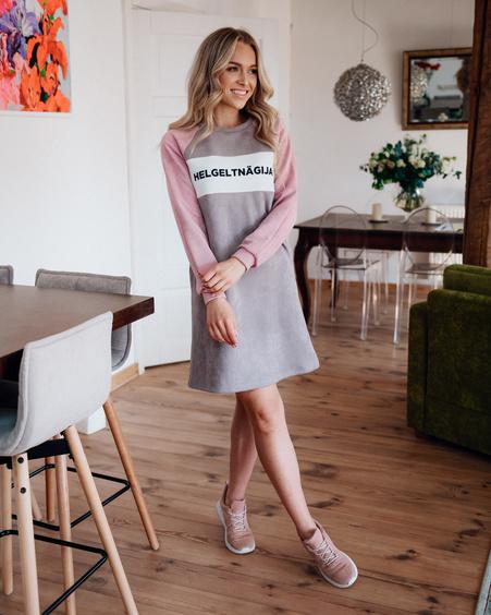 HELGELTNÄGIJA DRESS SUEDE PLUM & PINK
